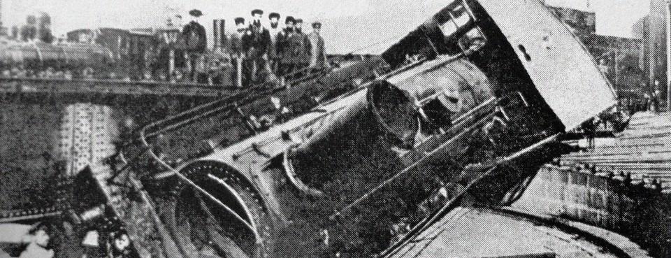 Train retourné par les ouvriers insurgés de Tiflis, 1905